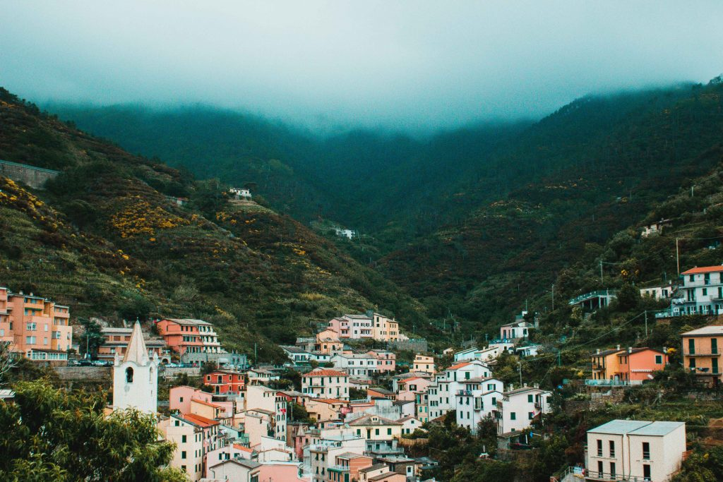 Riomaggiore, Italien, Cinque Terre, Berge